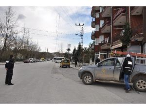 Bozüyük'te Etkili Olan Lodos Elektrik Tellerini Kopardı