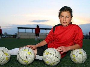 Top sektirirken keşfedildi gol kraliçesi oldu
