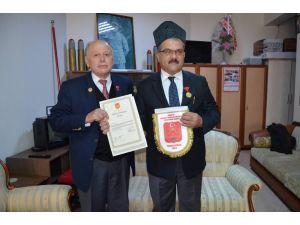 Zonguldak'ta okul müdürü, 101 yıl sonra dedesine ait istiklal madalyasını aldı