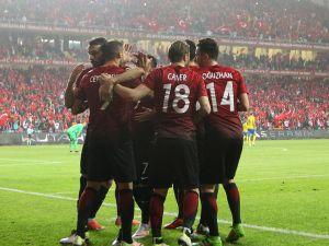 Türkiye, İsveç'i Antalya'da Tosun'un golleriyle yendi