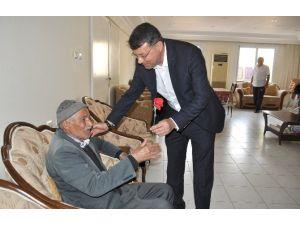 Başkan Turgut, Yaşlılar Haftasını Huzurevinde Kutladı