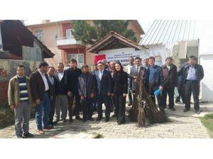 Pazarlar'da Ücretsiz Ceviz Fidanı Ve Çerezlik Kabak Tohumu Dağıtıldı