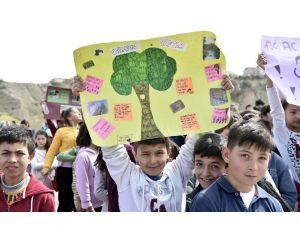 Şehit Öğretmenler Anısına Binlerce Fidan Toprakla Buluştu
