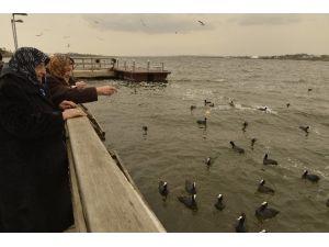 Yaşlılar Göl Kenarında Kahvaltıda Buluştu