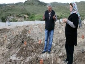 İzmirli Çift, Sığınmacı Ailenin Bebeğinin Ölmesiyle Büyük Üzüntü Yaşadı