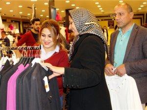 Esnafın yüzü İranlı turistlerin gelişiyle güldü