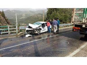 Polis memurlarının karıştığı trafik kazasında 4 kişi yaralandı