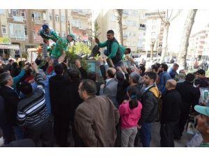Cuma Namazı Sonrası 18 Bin Fidan Dağıtıldı