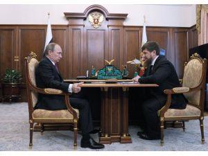 Putin, Kadirov'un görev süresini uzattı