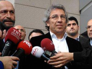 Dündar ve Gül hakkındaki 'casusluk' davası 1 Nisan'a ertelendi