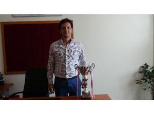 İnönü Üniversitesi Salon Futbol Takımında Şampiyonluk Sevinci