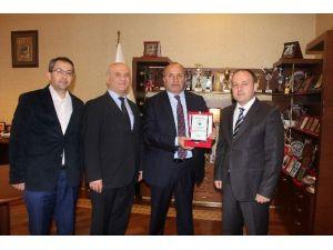 Okul Müdürlerinden Başkan Arslan'a Teşekkür Plaketi