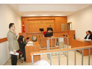 Zonguldak'ta stajyer avukatlar, temsili boşanma davasında ter döktü