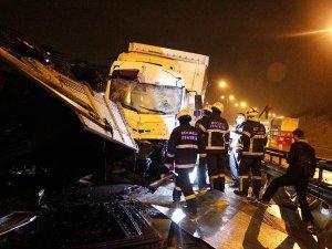 Kocaeli'de zincirleme trafik kazası: 5 yaralı