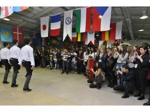 İzmir'de üniversite eğitim alan yabancı öğrenciler buluştu