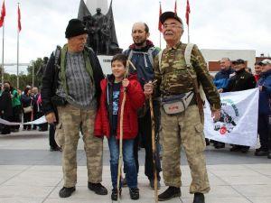 Türk Dağcılar İsmet Ülkeli İçin Spil'e Tırmandı