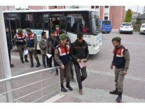 Yakalanan Göçmenler Göç İdaresi İl Müdürlüğüne Teslim Edildi