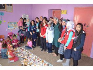 Liseli Öğrencilerden Köy Okuluna Yardım