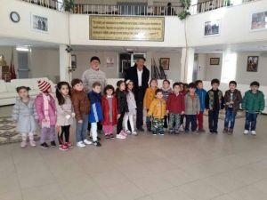 Sorgunlu Minik Öğrenciler Alparslan Türkeş Huzurevini Ziyaret