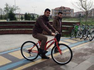 Kenan Sofuoğlu, Bisiklet Dağıttı