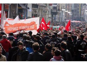 Taraftar Gruplarından Teröre Lanet Yürüyüşü