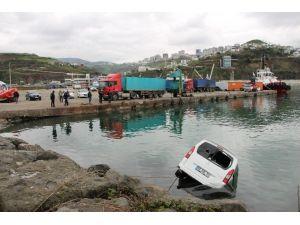 Otomobiliyle Denize Düşen Sürücüyü Dalgıç Kurtardı