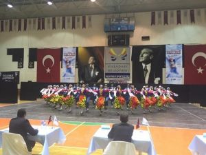 Türkiye'nin Zeybekleri Kuşadası'nda Buluştu