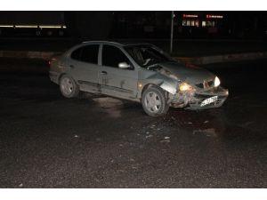 Sakarya'da Otomobiller Çarpıştı: 2 Yaralı