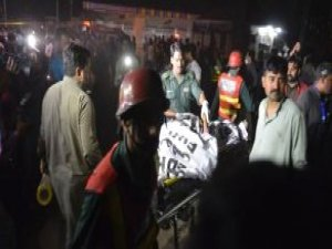 Pakistan'da Lunaparkta İntihar Saldırısı: 65 Ölü, 300 Yaralı