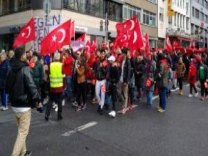 PKK SempatizanlarIı Teröre Tepki İçin Yürüyenlere Saldırdı