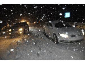 Seydişehir'de Araçlar Kar Nedeniyle Yolda Kaldı