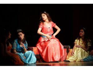 Gaziemir'de Tiyatrolar Gününe Özel Oyun