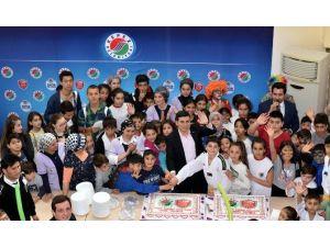 Tütüncü'den 100 Çocuğa Doğum Günü