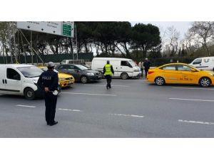 Harp Akademileri Önünde Arıza Yapan Aracı Polis Çektirdi