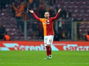 Sneıjder, Fenerbahçe Maçına Yetiştirilmeye Çalışılıyor