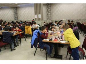 Ödüllü Santranç Turnuvası Serdivan'da Gerçekleşti