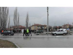 Konya'da Otomobiller Çarpıştı: 6 Yaralı