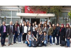 Öğrenciler Huzurevi Sakinlerini Ziyaret Etti