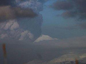 Alaska'da Pavlof Yanardağı faaliyete geçti