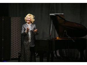 Piyanist Gülsin Onay Bucalıları Mest Etti