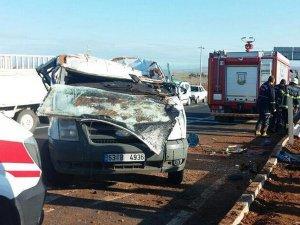 Şanlıurfa'da işçileri taşıyan servis devrildi: 11 yaralı
