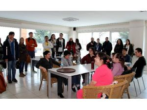 Yabancı Öğrenci Ve Sosyal Hizmet Görevlileri Engelli Projelerini İnceledi