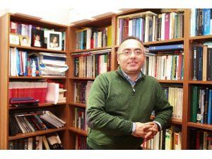 """Prof. Dr. Mitat Çelikpala: """"Rus Heyetin Gelişi Askeri Alanda Tarafların Görüşmeye Başladığına İşaret Ediyor"""""""