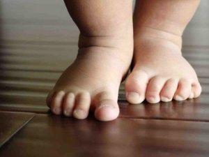 Bebeğini 3 Bin TL'ye Evlatlık Vermeye Çalışan Anne Yakalandı