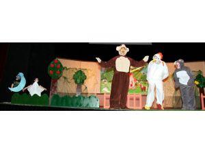 Kreş ve anaokulu öğrencilerinden 'Tiyatro Günü' etkinliği