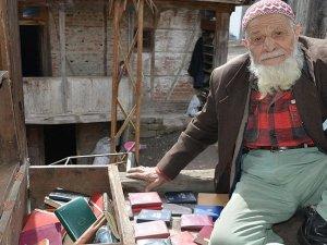 Mustafa dede 1960'tan bu yana günlük tutuyor