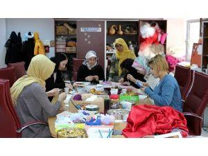 Adıyaman Üniversitesi'nde Bayanlar Çöpleri Doğaya Geri Kazandırıyor