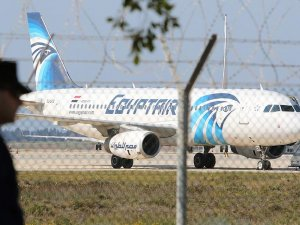 Mısır yolcu uçağını kaçıran hava korsanı yakalandı