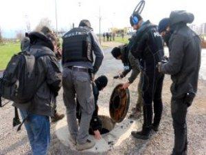 Dalgıç Polisler, Nevruz Alanının Kanalizasyonunda Bomba Aramış