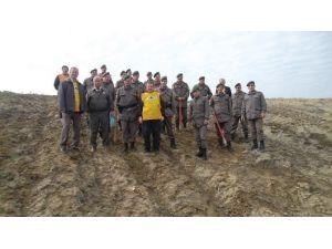 Jandarma Ve TEMA Vakfı Gönüllüleri 100 Fidanı Toprakla Buluşturdu